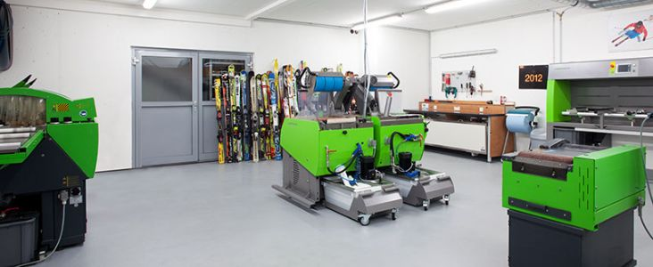 WINTERSTEIGER machines pour skis and snowboards